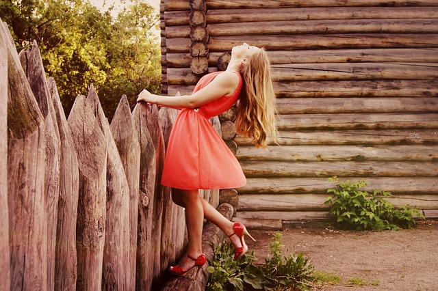 Eleganckie suknie wizytowe na lato
